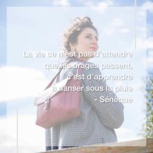 CITATION 💌 - « La vie ce n'est pas d'attendre que les orages passent, c'est d'apprendre à danser sous la pluie » Sénèque.⠀⠀⠀⠀⠀⠀⠀⠀⠀ Nous aimons partager avec vous les citations qui nous inspirent, celles qui nous tirent vers le haut, celles qui nous boostent, celles qui nous font sourire.⠀⠀⠀⠀⠀⠀⠀⠀⠀ Partagez nous votre citation préférée et nous la posterons à l'avenir 🥰⠀⠀⠀⠀⠀⠀⠀⠀⠀ -⠀⠀⠀⠀⠀⠀⠀⠀⠀ Sac Laurence en vin 💜⠀⠀⠀⠀⠀⠀⠀⠀⠀ Collection Origines 🌱⠀⠀⠀⠀⠀⠀⠀⠀⠀ -⠀⠀⠀⠀⠀⠀⠀⠀⠀ #welovesabrinaparis #sabrinaparis #citation #seneque